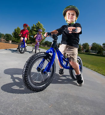 kids cycling